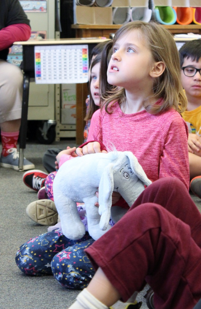 The Hat In Cat Reads To 1st Graders Honor Dr Seuss Birthday 02282018