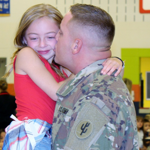 Military dad surprises 2nd grade daughter with homecoming, 08.22.2017