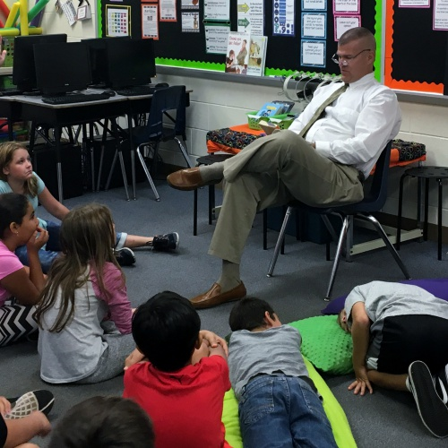 Superintendent Dr. Abrell reads to fifth graders, 09.29.2017