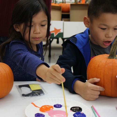 Student council hosts pumpkin party for kids, 10.30.2017