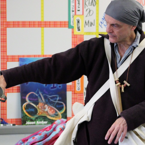 French trader from 1700s visits third graders, 11.01.2017