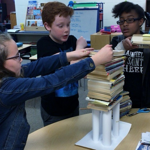 Students create paper table to hold books, 11.21.2017