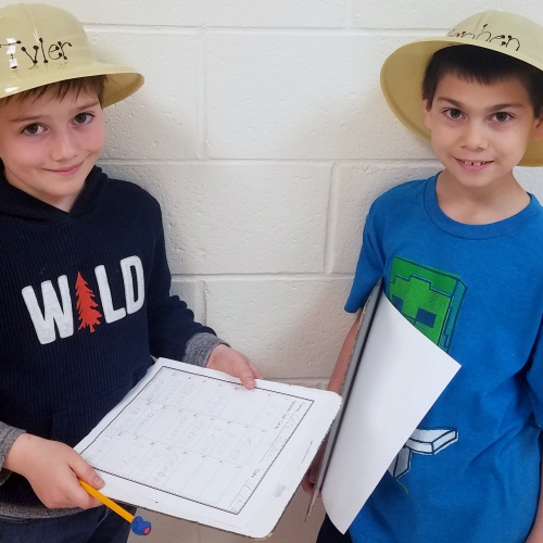 2nd graders look for animal habitats on safari, 04.26.2018