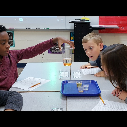 4th graders complete density science experiments, 10.26.2018