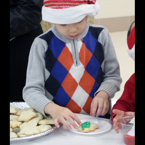 Student Council hosts holiday party for Blue House elementary schools, 12.10.2018