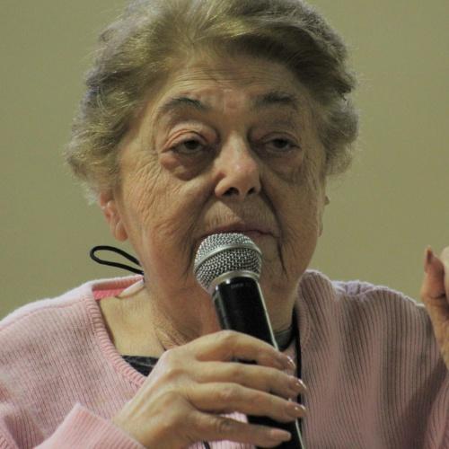 Holocaust survivor Magda Brown talks to 8th graders, 02.2019