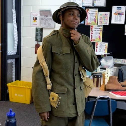 Student try on World War I doughboy uniforms, 042.2019