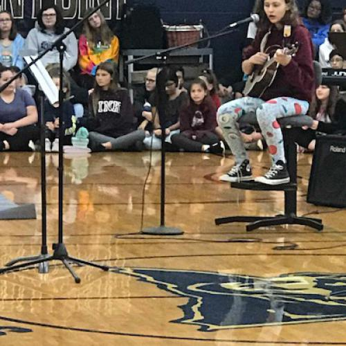 Singer, songwriter Phoebe Hunt inspires students, 09.09.2019