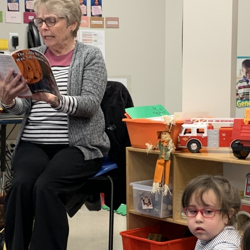 Ina Brixey reads a book, sings to students at Ina Brixey Center, 10.16.2019