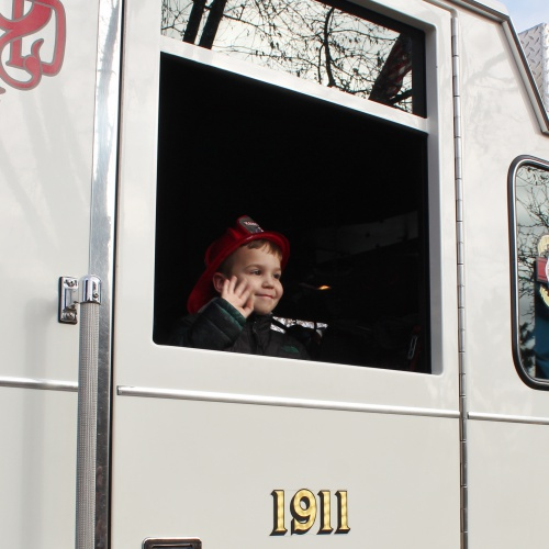 Kindergartner arrives to school in fire truck, 11.22.2019