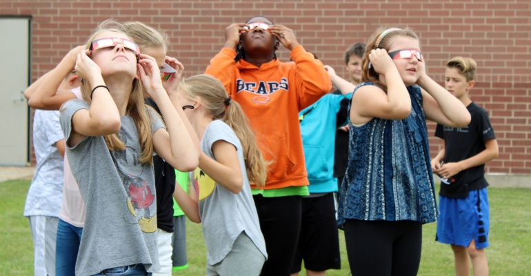 Experiencing the solar eclipse, Ira Jones Middle School