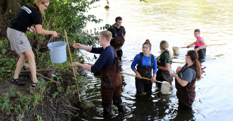 PHSCC AP Environmental Science class looks for life in the Dupage River